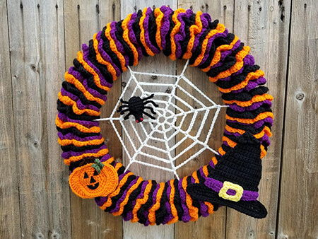 Crochet Halloween Wreath Pattern with Spider Web Applique By HighlandHickoryDsgns