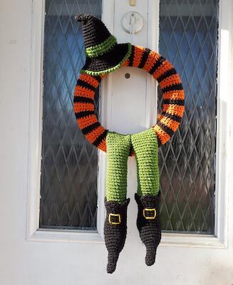 37. Winne Halloween Wreath Crochet Pattern by Pippin Poppycock