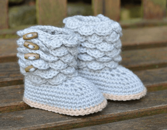 Baby Boots With Scallops Crochet Pattern by Matilda's Meadow