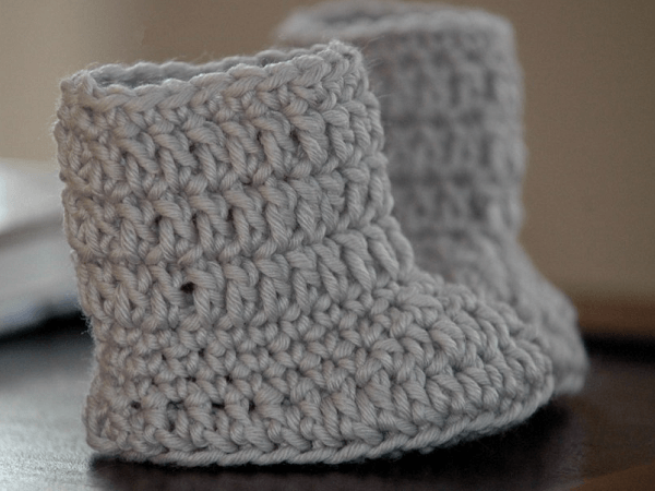 Free Baby Boots Crochet Pattern by Posh Patterns