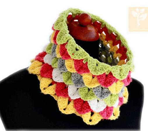 Crocodile Stitch Cowl Crochet Pattern by Zoom Yummy