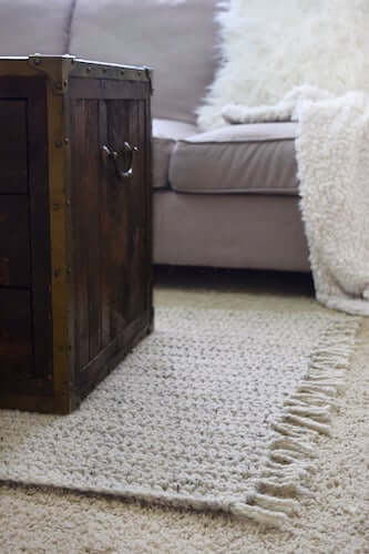 Crochet Stonegate Rug Pattern by Darling Jadore