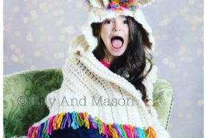 Unicorn Crochet Pattern - Hooded Unicorn Blanket.