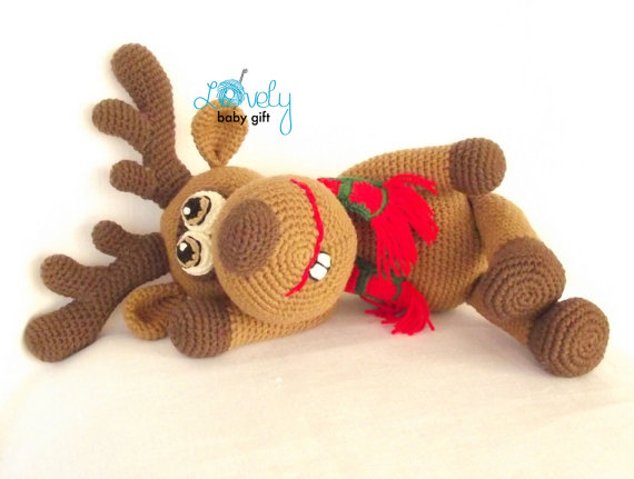 Cuddle Me Reindeer crochet pattern - Amigurumi Today | 431x570