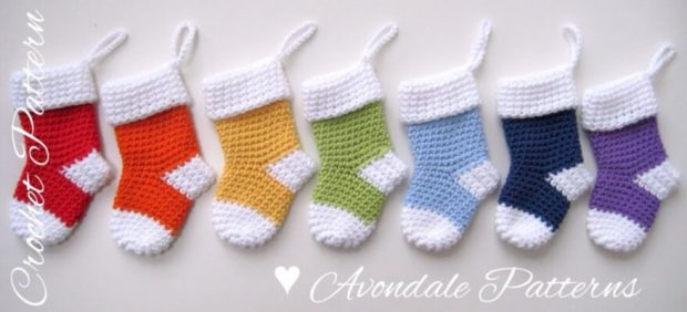 26-Crochet-pattern-christmas-stocking-Santa-Socks-Avondale-Patterns