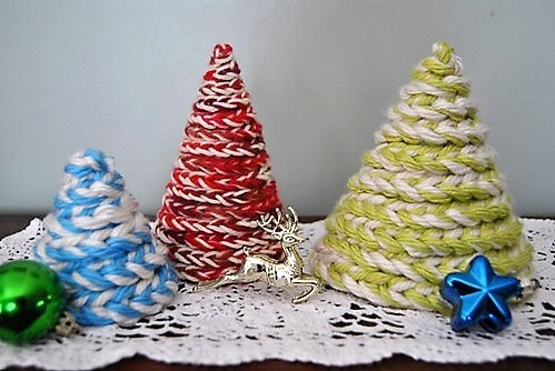 Corchet chain Christmas tree by Seams of Life