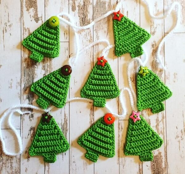crochet pattern for christmas tree bunting by the Mayfield Makery