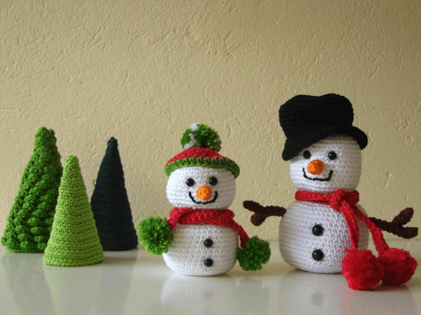 Amigurumi Snowmen Crochet Christmas Ornament Pattern by Crochet Shop Carolina