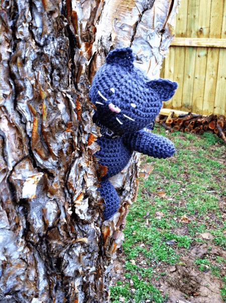 Jenny the Crochet Cat Pattern by love.life.yarn.