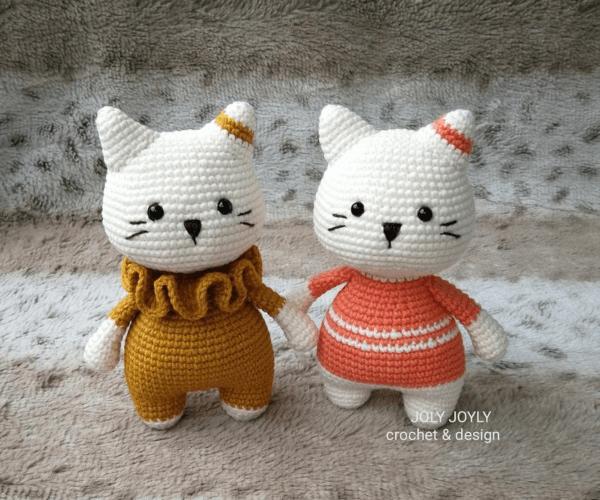 Free crochet pattern: Small long-legged amigurumi cat | 500x600
