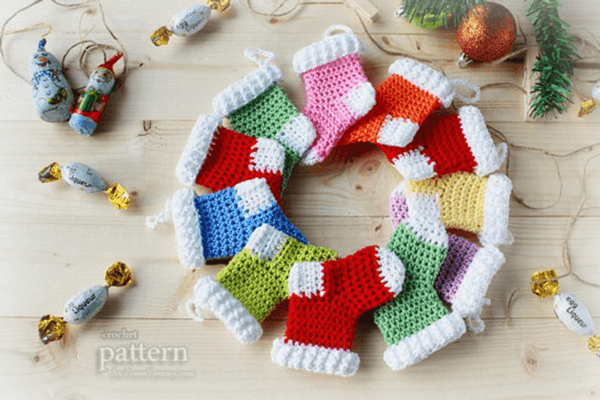 Mini Stockings Crochet Christmas Ornament Pattern by Zoom Yummy