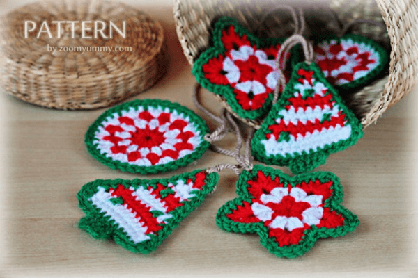 Red, White and Green Crochet Christmas Ornament Pattern by Zoom Yummy
