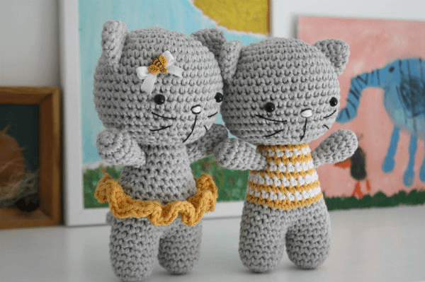 Small Cat with Joined Legs Crochet Cat Pattern by Lillieliis