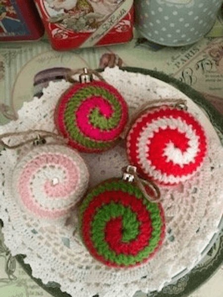 Spiral Bauble Crochet Christmas Ornament Pattern by Council House Cottage