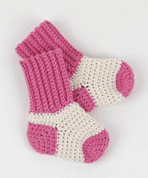 Crochet Baby Socks Pattern by Croby Patterns