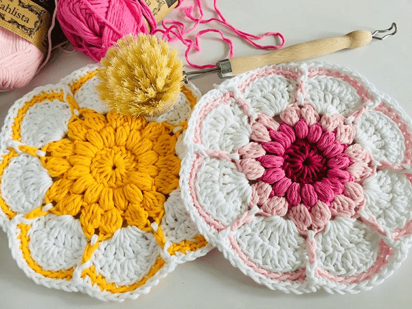 Starburst Daisy Dishcloth Crochet Pattern by Lullaby Lodge