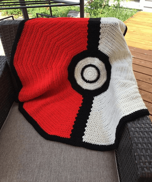 Pokeball Blanket Crochet Pattern by Lisa Vanilla