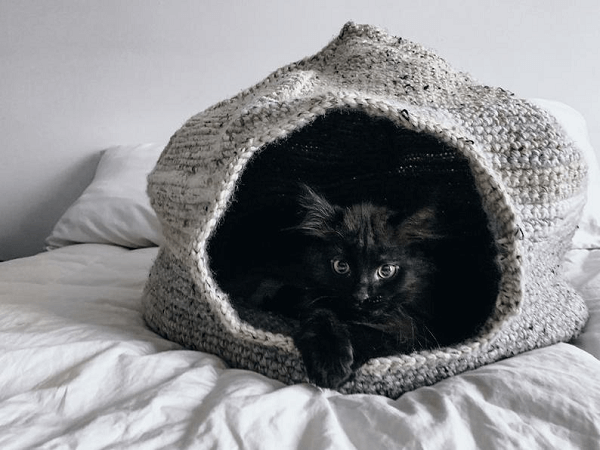 Crochet Cat Cave Pattern by Ioana Van Deurzen