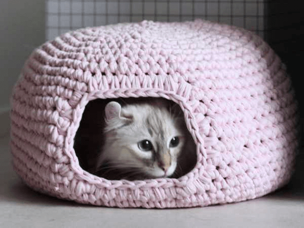 Crochet Cat Bed Pattern by Eilen Tein