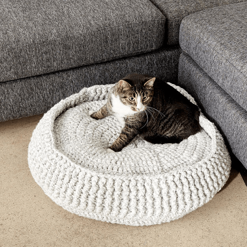 14 Knit and Crochet Projects for Your Cat | 500x500