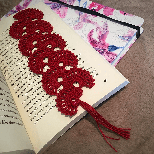 Crochet Fan Bookmark Pattern by Crochetroo