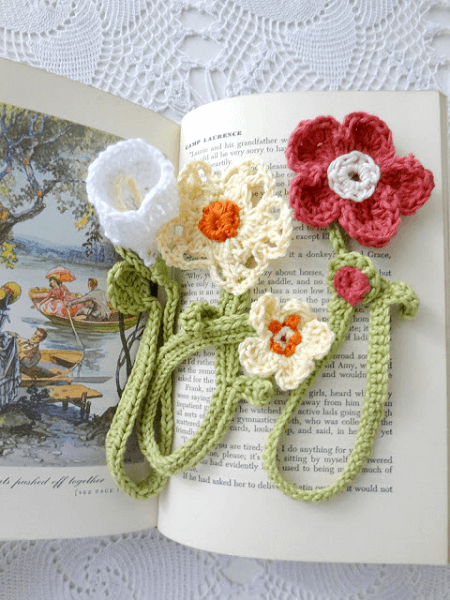 Crochet Flower Bookmark Pattern by The Little Treasures