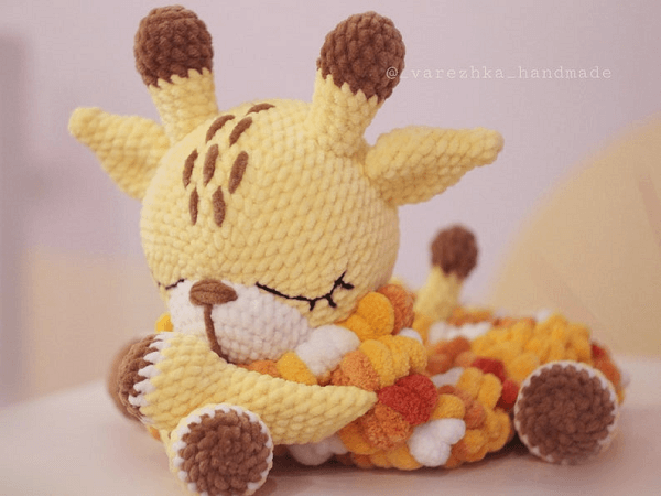 Crochet Giraffe Pattern by Favorite Plush Toys