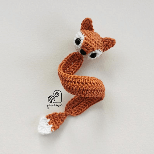 Crochet Simple Fox Bookmark Pattern by Yarn Wave Shop