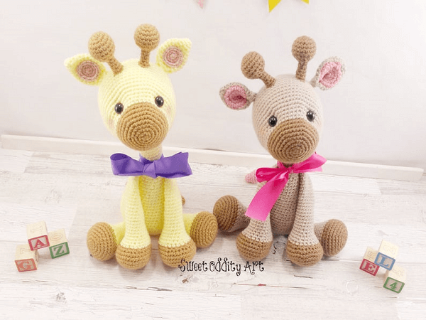 Giraffe Crochet Pattern by Sweet Oddity Art