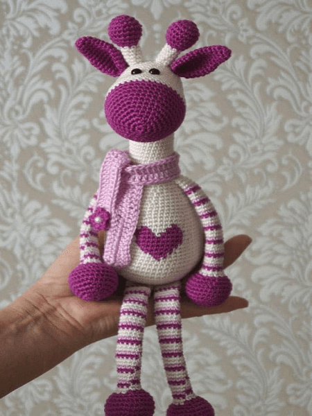 Hearty Giraffe Amigurumi Pattern by Amigurumi Today
