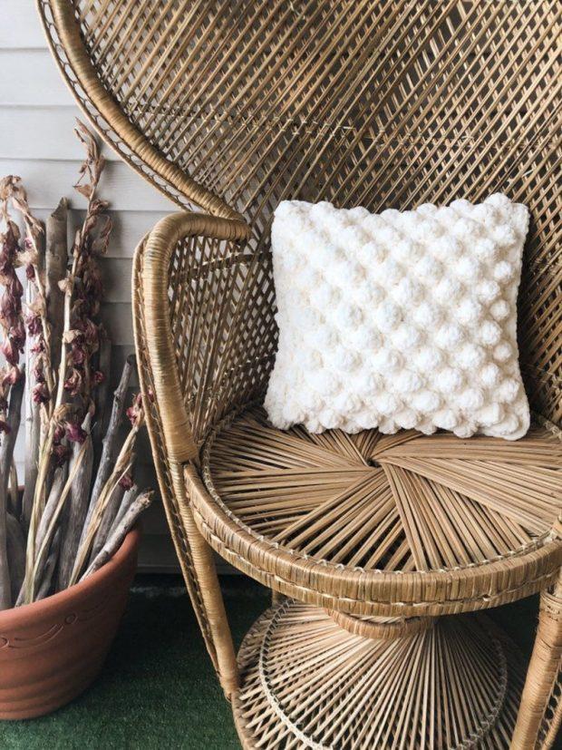 minimalist Bernat Crochet Pillow Pattern
