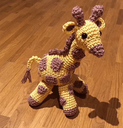 Small Giraffe Crochet Pattern by Liz George