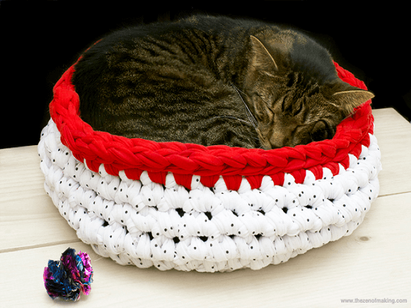 Super Bulky Crochet Cat Bed Pattern by Red Handled Scissors