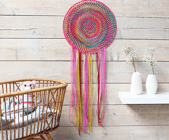 Free Crochet Dreamcatcher Pattern by Yarn Plaza