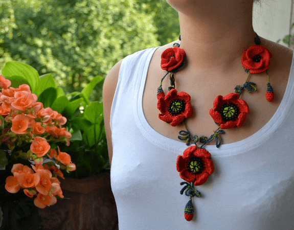 Crochet Poppy Necklace Pattern by Hanci Crochets