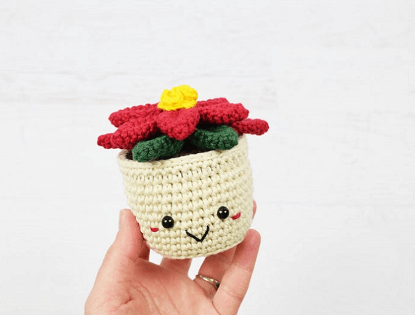 Crochet Potted Poinsettia Pattern by Yarn Blossom Boutique
