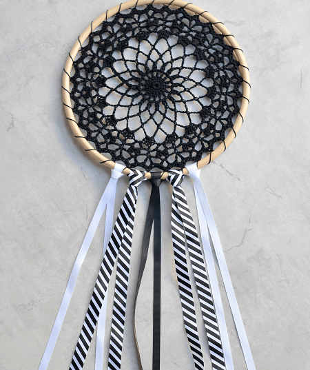 Free Dreamcatcher Crochet Pattern by The Loopy Stitch