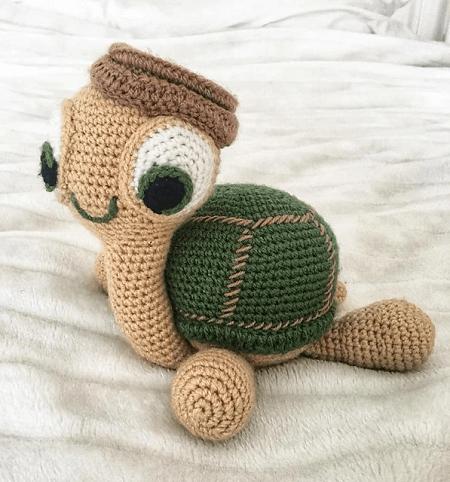 Amigurumi Turtle Pattern by Eden Dintsikos