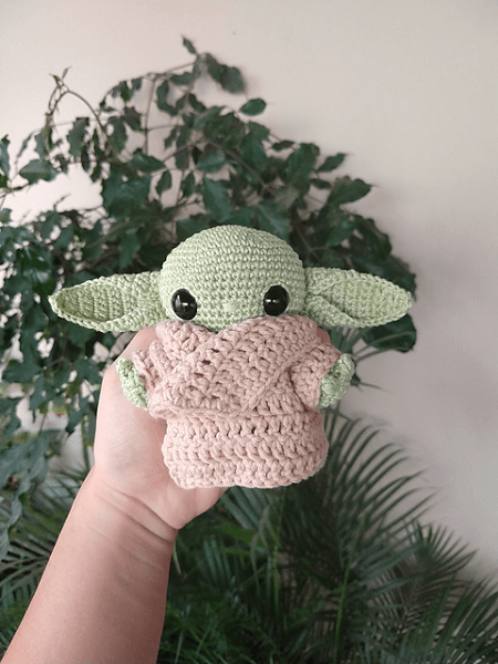 Baby Yoda Amigurumi Pattern by Larissa Maced