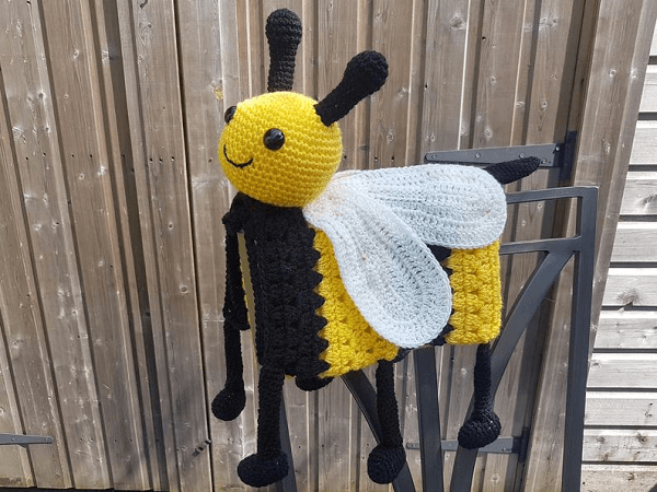 Bee Baby Blanket Crochet Pattern by Crafting Happiness UK
