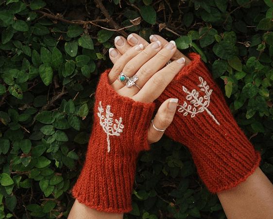Crochet Fingerless Gloves Pattern by Moara Crochet