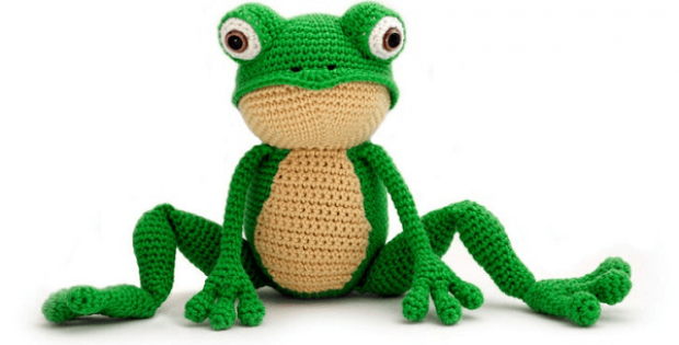 Crochet Frog Pattern by Yuki Yarn Designs