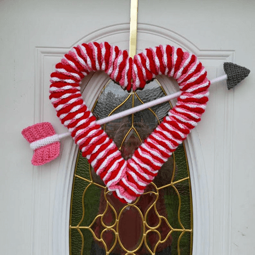 Crochet Heart-Shaped Wreath Pattern by Highland Hickory Dsgns