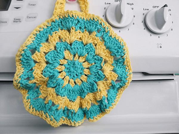 Crochet Shell Stitch Potholder Pattern by Craftdrawer Crafts