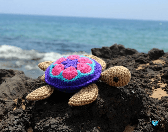 Crochet Turtle Amigurumi Pattern by Loops And Love Crochet