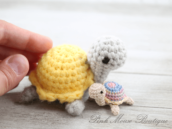 Tiny Turtle Crochet Pattern by Pink Mouse Boutique