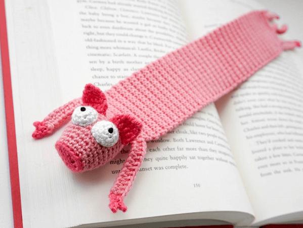 Crochet Pig Bookmark Pattern by Supergurumi Shop