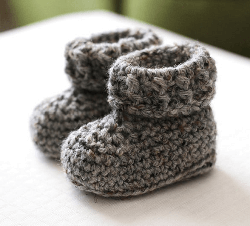 Easy Baby Booties Crochet Pattern by Sewrella
