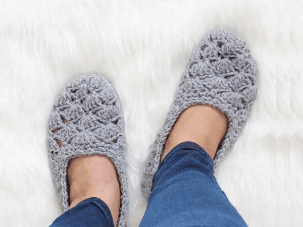 Free Crochet Slipper Pattern by Crochet Dreamz