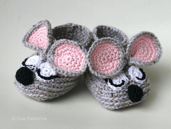 Sleepy Mouse Booties Crochet Pattern by Luz Patterns